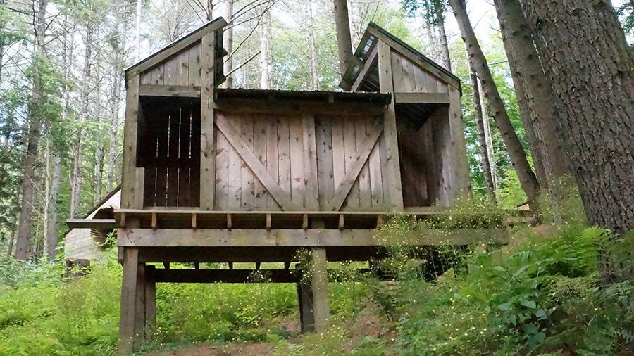 Descartes Building Height: 12' 1; Width: 8' 3; Length: 11' 9 Hemlock wood and building materials.